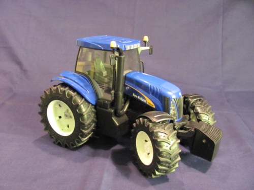 New Holland T8040 von Bruder